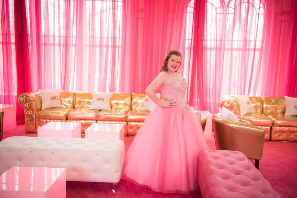 amazingcelebrationsllc.com pink and gold and white lounge furniture with hot pink drapes and rugs